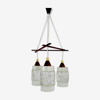 Suspension scandinave vintage en bois et globe en verre. style louis kalff. année 60