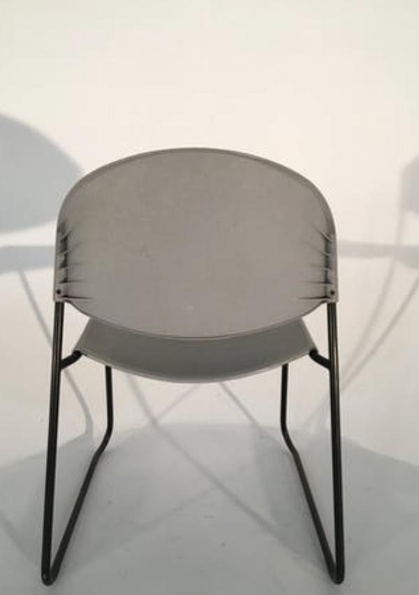 Suite de 6 chaises superposables