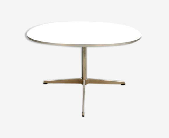 "Table basse ""Superellipse"" d'Arne Jacobsen, Piet Hein et Bruno Matsso"