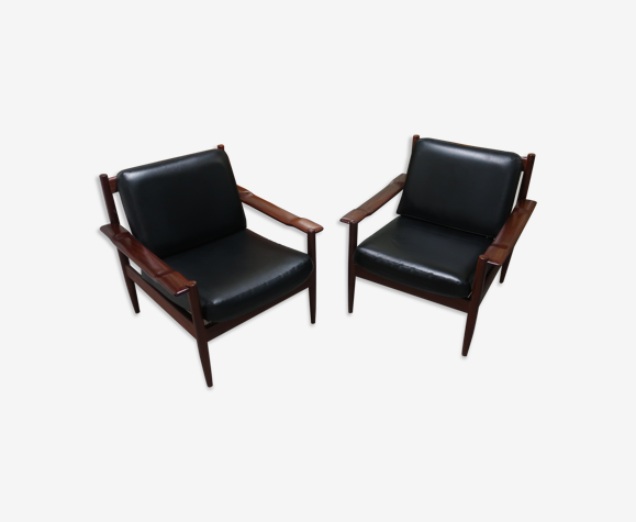 Paire de fauteuils des années 60 en skai nor