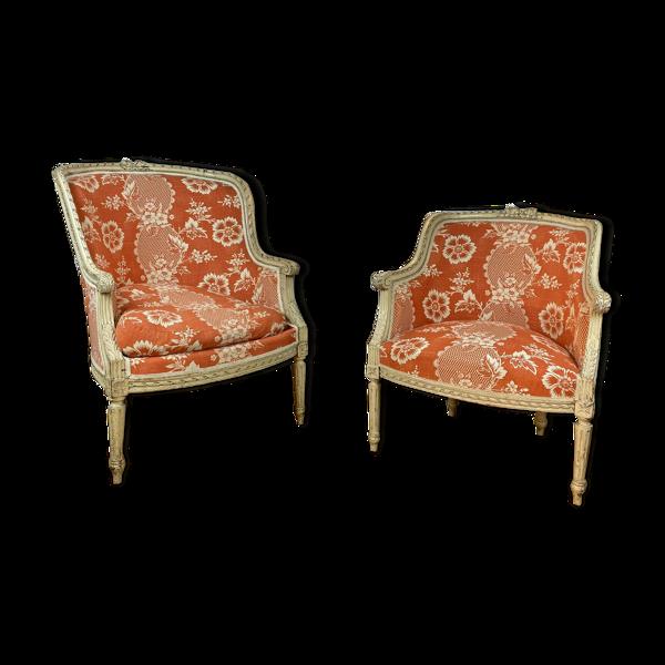 Deux bergères en bois mouluré et sculpté style Louis XVI