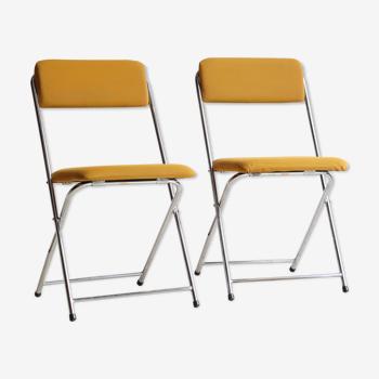 Paire de chaises pliantes Eyrel années 70 en métal chromé et tissu moutarde