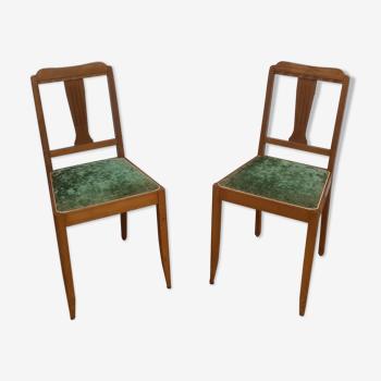 Chaises en bois, velours vert