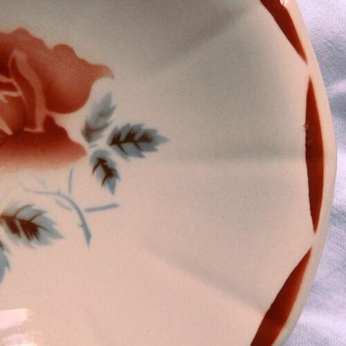 Une assiette calotte fleurie faïence ancienne Digoin Sarreguemines modèle 9181 vieux rose