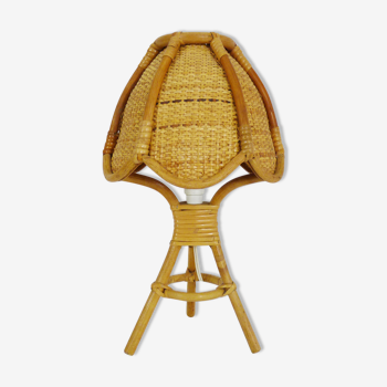 Lampe de chevet vintage lampe de table en rotin osier, pied tripode. Année 60