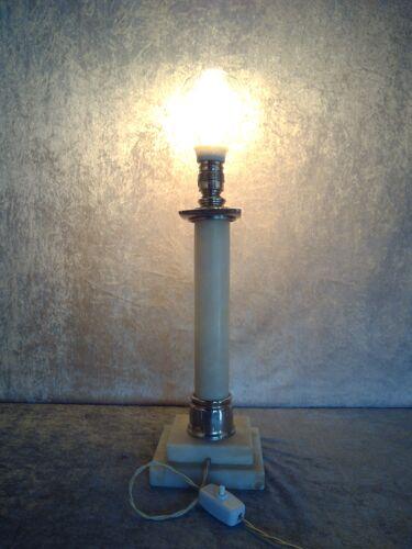 Lampe de table d'albâtre de style empire,  première moitié du XXe siècle