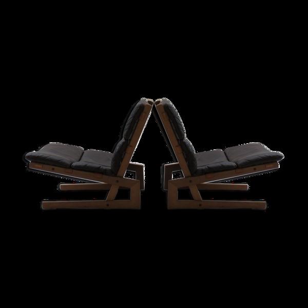 Paire de chaises en chêne en porte-à-faux et en cuir du milieu du siècle des années 1960