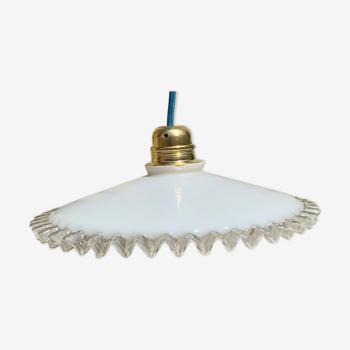 Baladeuse vintage opaline blanche forme mouchoir plissé