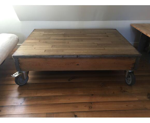 Table basse estrade ancienne à roulettes
