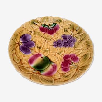 Plat à tarte en barbotine Sarreguemines France décor fruits