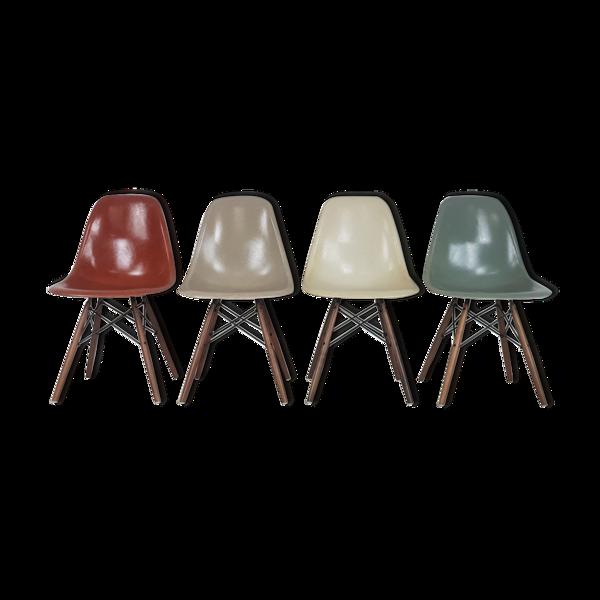 Lot de 4 chaises DSW de Charles et Ray Eames édition Herman Miller