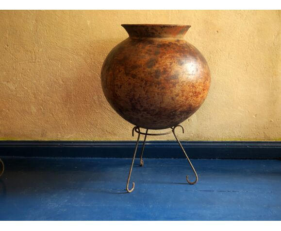 Pot d'huile de terre cuite marocaine antique sur stand, 19ème siècle