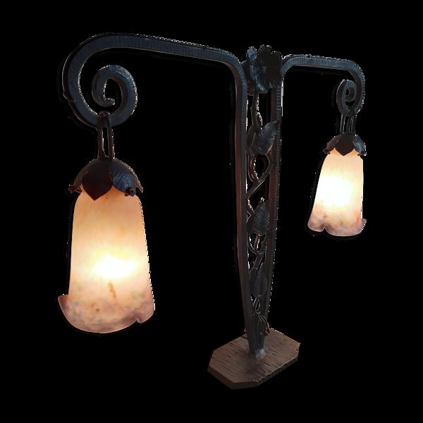 Lampe d'époque art déco double feux en fer-forgé et 2 tulipes en âte de verre signé muller.