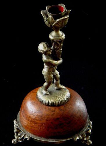 Bougeoir au putti en bronze doré XIX