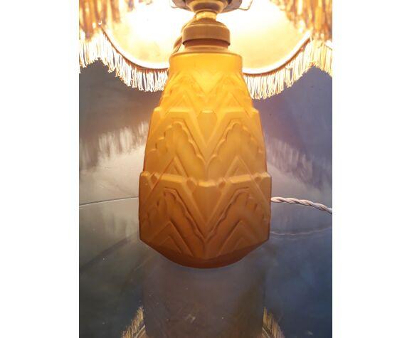 Lampe signée C.L.A  art deco en verre opaque moulé  1930      35x20cm