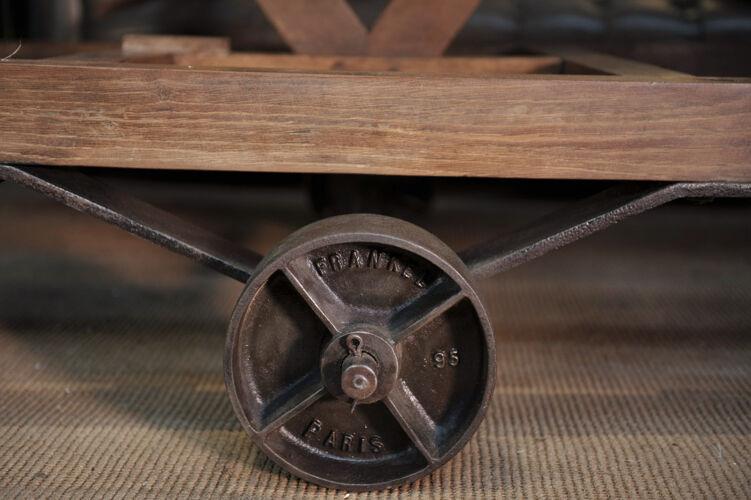 Ancienne étagère d'usine en bois sur roulettes en métal 1900