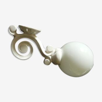 Applique blanche vintage en fonte et opaline