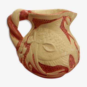 Pichet vintage en céramique craquelée décor de poissons.
