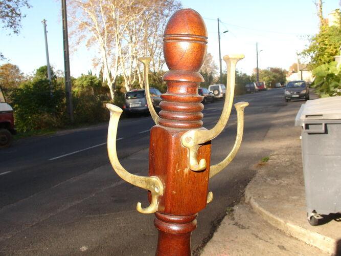 """Porte manteaux dit """"Perroquet"""" en acajou et bronze vers 1950"""
