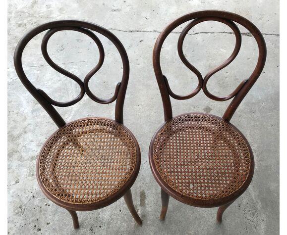 Ancienne chaise de nourrice Thonet n°20 dite Oméga en bois de hêtre et cannage