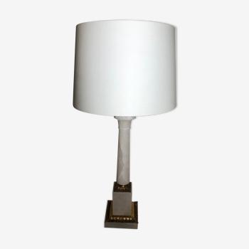 Lampe colonne en marbre blanc et bronze doré. Très bon état.