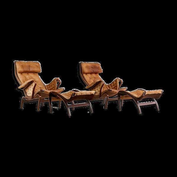 Paire de fauteuils et ottomans Pernilla