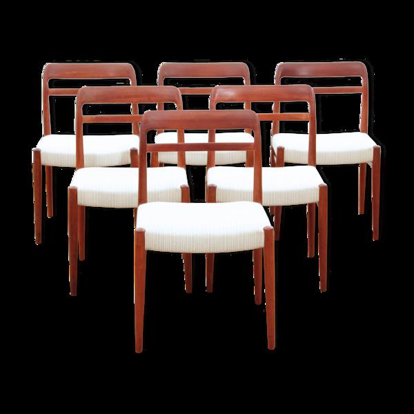 Selency Suite de 6 chaises en teck modèle 145