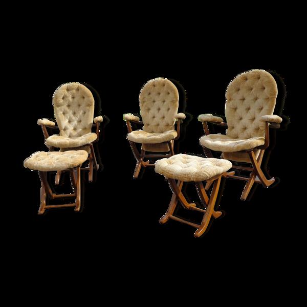 Trio de fauteuils et 2 ottmans chesterfield tissu