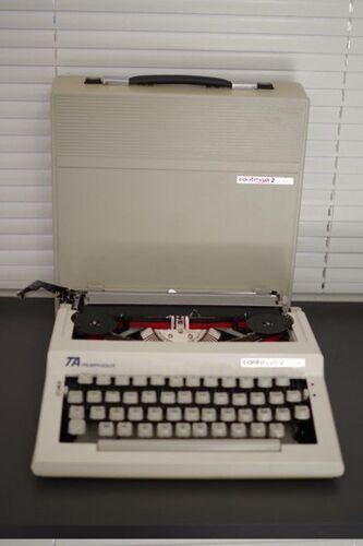 Machine a ecrire années 1960 - triumph-adler - contessa 2 de luxe