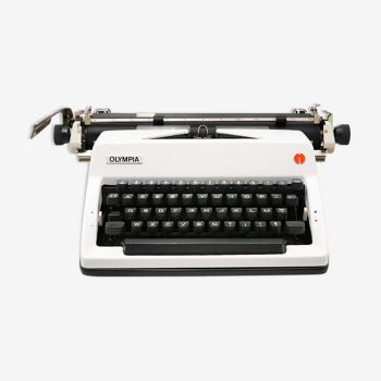 Olympia SM9 typewriter revised revised ribbon new 1976