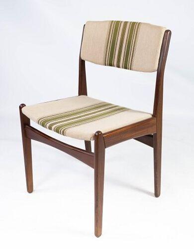 Ensemble de quatre chaises de salle à manger en teck et rembourré de tissu rayé, par Erik Buch