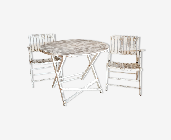 Garden lounge table round white patinated wood and armchairs
