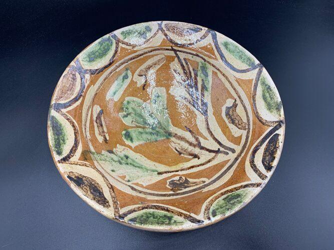 Ancien plat en terre-cuite vernissée à décor floral polychrome, pakistan multan