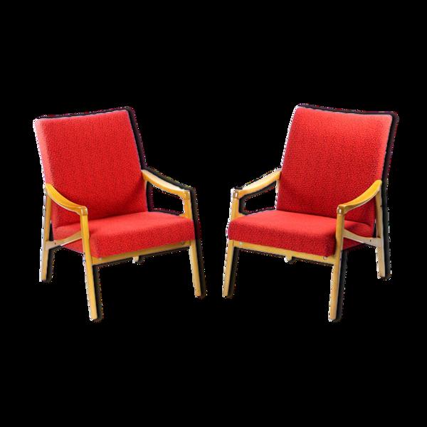 Ensemble de 2 fauteuils du milieu du siècle en hêtre clair & tissu rouge par Interier Praha, Tchécoslovaquie 1971
