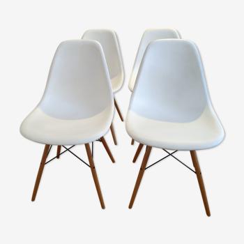 4 chaises DSW Eames éditées par Vitra