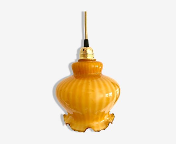 Suspension en verre opaline ambrée