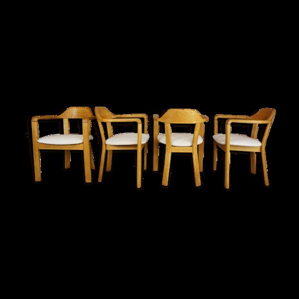 Suite de 4 fauteuils en chêne et tissu