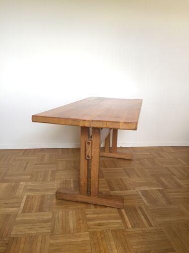 "Table repas en orme massif de Charlotte Perriand pour ""Les Arcs"""