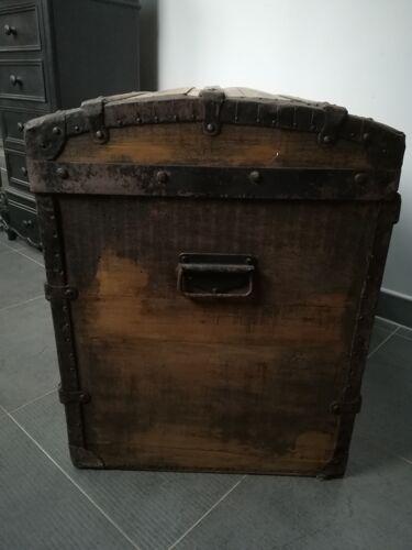 Malle ancienne bombée