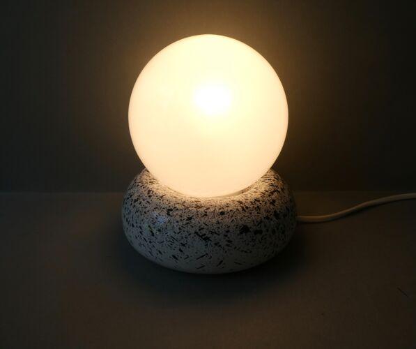 Lampe galet en céramique mouchetée et opaline, années 80