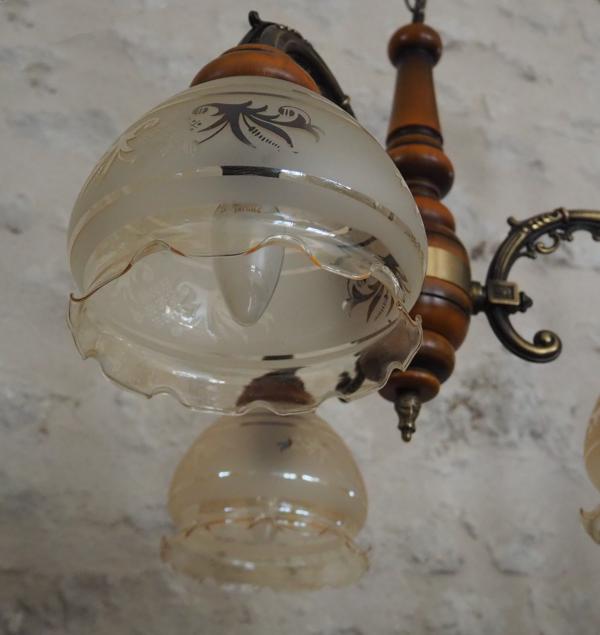 Suspension 3 branches en bronze et ses globes en verres fumés dentelés