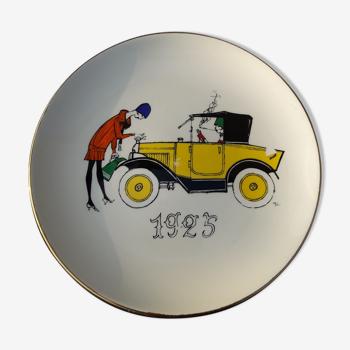 Assiette en faïence de Gien décorée par Jacques Charmoz motif voiture année 1925