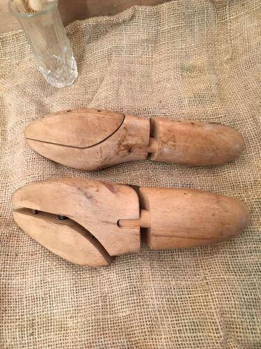 Paire d'embauchoirs et élargisseurs anciens en bois, taille 38
