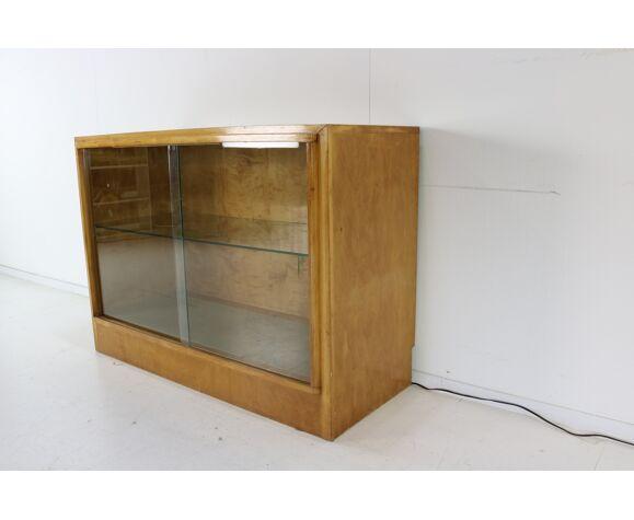 Vitrine cabinet avec lampadaire