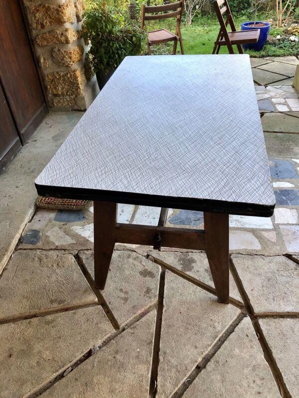 Table moderniste Reconstruction