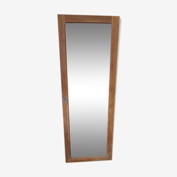 Miroir sur ancienne porte