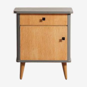 Chevet composé d'une porte et d'un tiroir relooké en gris plomb