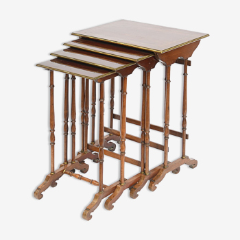 4 Tables gigogne de style Louis XVI