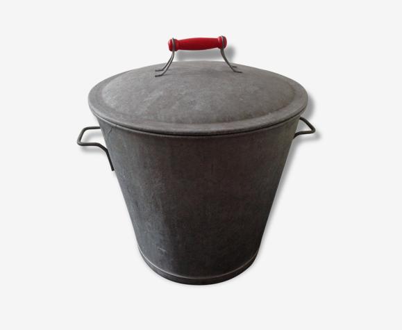MAGNIFIQUE lessiveuse bassine en Zinc avec sa poignée en bois rouge vif vintage