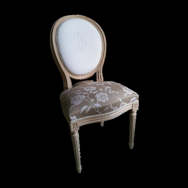 Chaise médaillon style Louis XVI avec monogramme